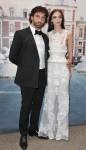 O designer Ricardo Tisci e a modelo Mariacarla Boscono, de Givenchy